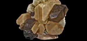 01. Microclina, quars i albita. Gravera de Riudarenes, Girona. Mides 30x30 mm - destacat